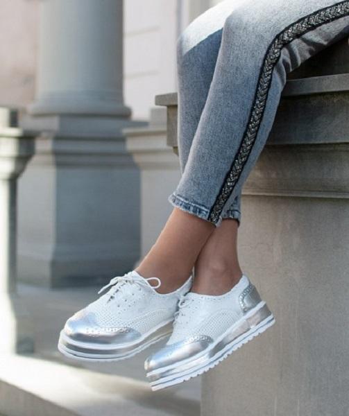 Oxford ženska obutev velja za šik modni trend