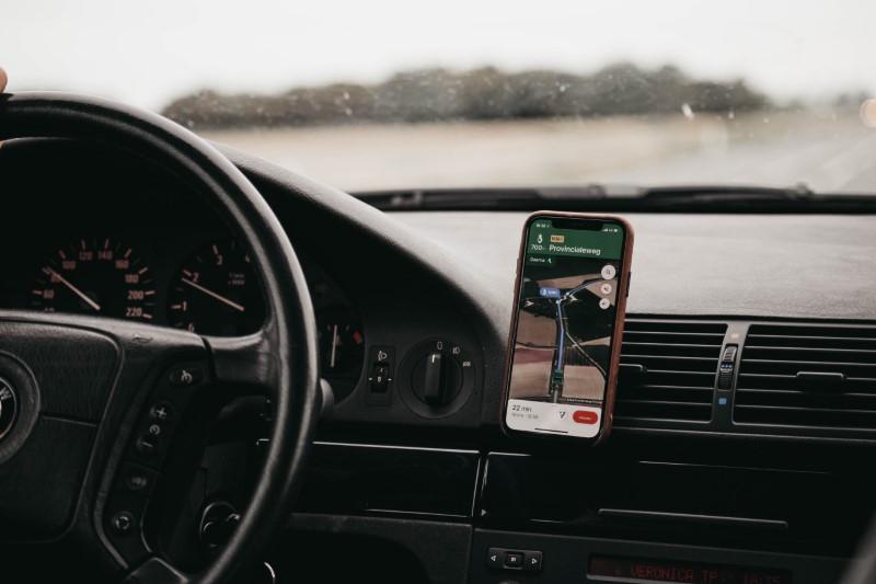Navigacija za Android na telefonu v avtomobilu